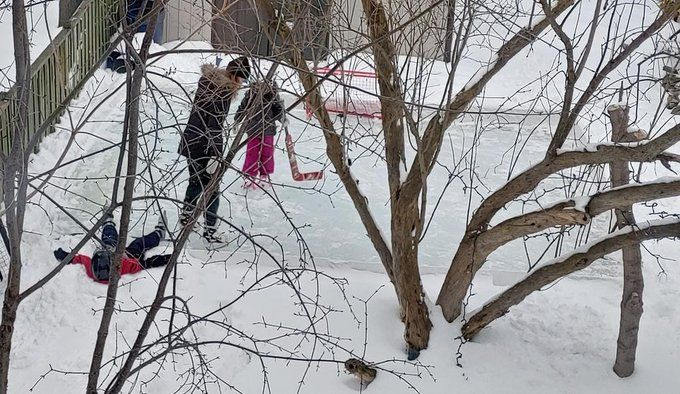 How to Build a Backyard Skating Rink